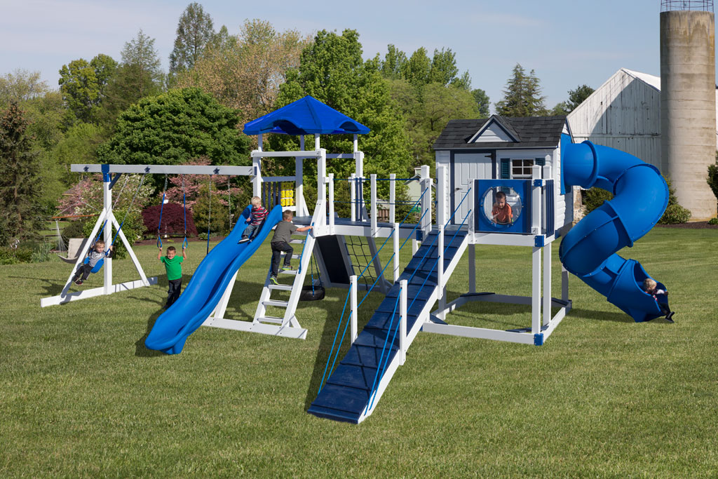 Swingset with playset